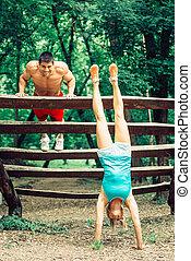 athlétique, couple, exercisme, dehors