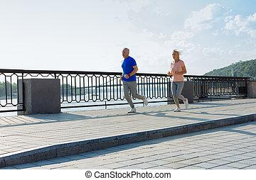 athlétique, couples aînés, jogging, matin