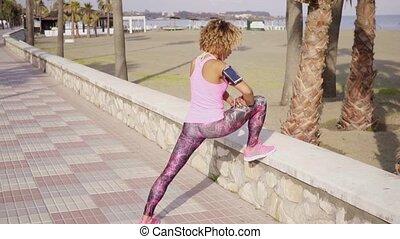 athlétique, exercices, femme, jeune, étirage
