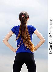 athlétique, femme, jeune, hanches, mains