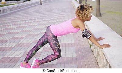 athlétique, souple, exercices, femme allonger