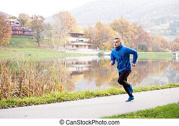 athlet, an, der, see, rennender , gegen, bunte, herbst,...