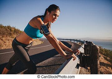 athlet, schutzgeländer, junger, weibliche , lehnend