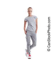 athletische, frau, posierend, junger, sportkleidung