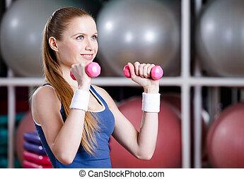 athletische, frauausarbeiten, mit, hanteln