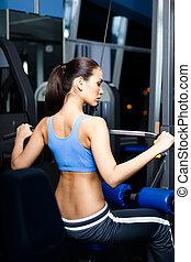 athletische, junge frau, arbeiten, heraus, auf, training, apparat