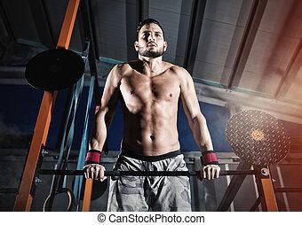 athletische, mann, arbeiten, heraus, an, der, turnhalle, mit, der, bar