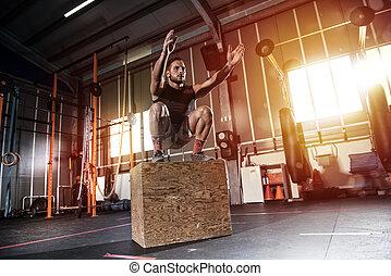 athletische, mann, macht, kasten, springen, übungen, an, der, turnhalle