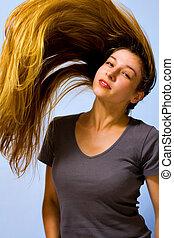 ativo, mulher bonita, com, longo, em movimento, cabelo
