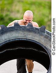 atléta, elhatározott, gyakorlás, tire-flip