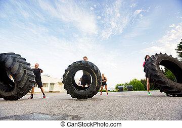 atléta, gyakorlás, tire-flip