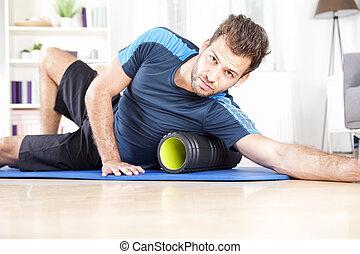 atlético, espuma, exercício, usando, sujeito, rolo