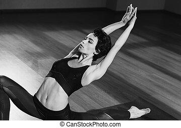 atlético, esticar mulher, ligado, esteira yoga