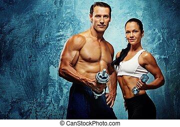 atlético, homem mulher, com, um, dumbells.