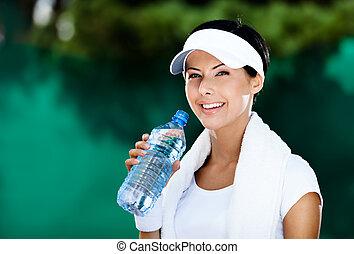 atlético, mujer, con, botella de agua