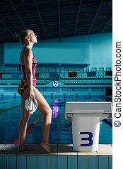 atlético, mujer estar de pie, delante de, piscina