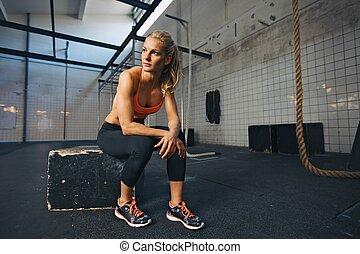 atleta, después, ejercitar, resto, hembra, toma, gimnasio