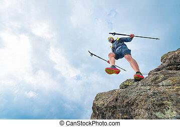 atleta masculino, bajas, de, rocoso, repisas, y, práctico, entrenamiento, en, el, montaña, rastro