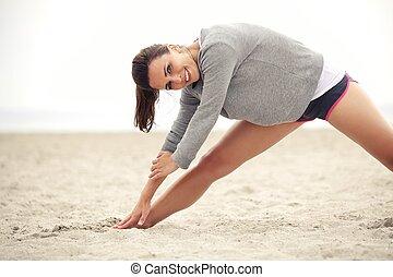 atleta, playa, ejercitar, hembra, feliz