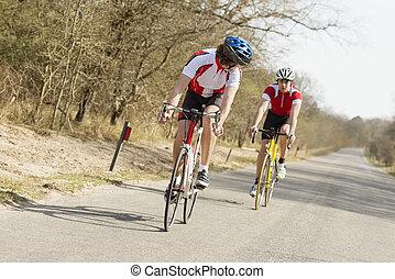 atletas, montando, ciclos