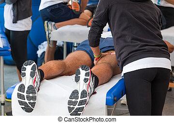 atleten, ontspanning, masseren, voor, sportende, gebeurtenis