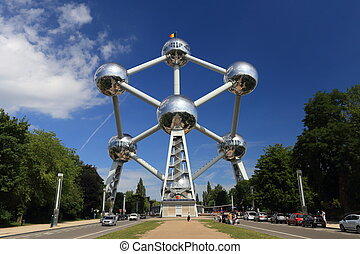 Atomium monument on a sunny summer day - Brussels, Belgium -...