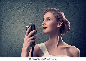 atractivo, cantante de sexo femenino, con, micrófono