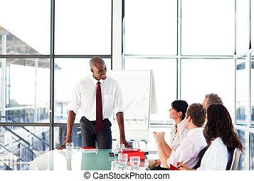 atractivo, hablar, reunión, hombre de negocios