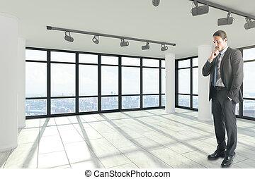 atractivo, hombre de negocios, en, blanco, interior