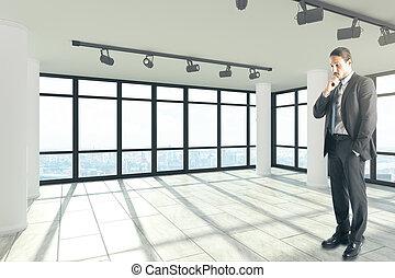 atractivo, hombre de negocios, en, limpio, interior