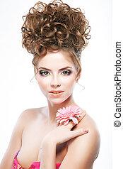 atractivo, morena, mujer, con, flower., brillante, maquillaje