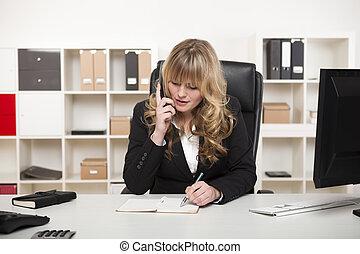 atractivo, mujer de negocios, charlar, por teléfono