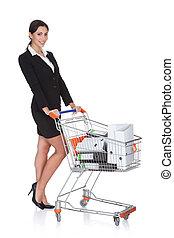 atractivo, mujer de negocios, con, carro de compras