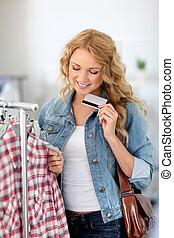 atractivo, mujer, en, tienda de ropa