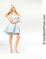 atractivo, mujer joven, llevando, dulce, vestido