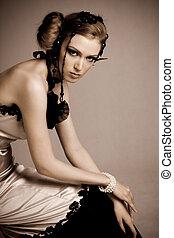 atractivo, mujer joven, llevando, vestido de la tarde