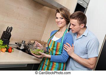 atractivo, mujer, ofertas, ella, marido, probar, ensalada