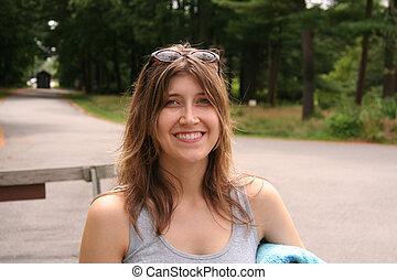 atractivo, mujer que sonríe