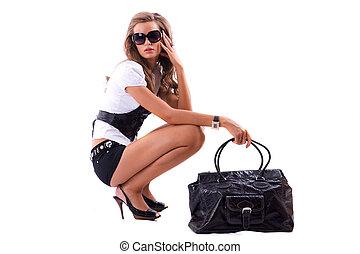 atractivo, niña, con, grande, moda, bolsa