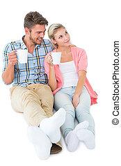 atractivo, pareja joven, sentado, jarros de valor en cartera