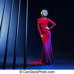atractivo, rubio, mujer, llevando, vestido de la tarde