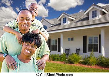 atraente, família americana africana, frente, lar