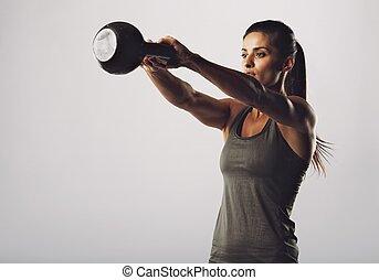 atraente, femininas, fazendo, chaleira, sino, exercício