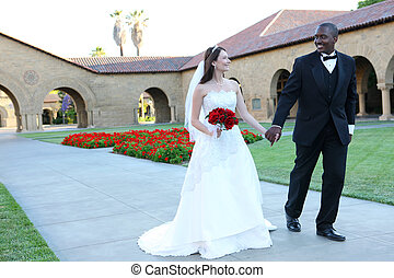 atraente, interracial, par casando