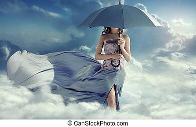 atraente, mulher caminhando, ligado, a, nuvens