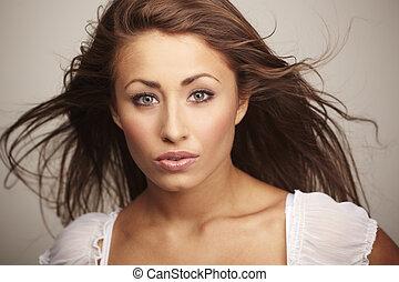 atraente, mulher jovem, relaxante, branco, fundo