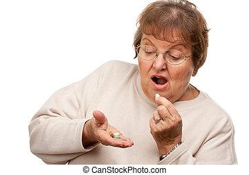 atraente, mulher sênior, e, medicação, pílulas