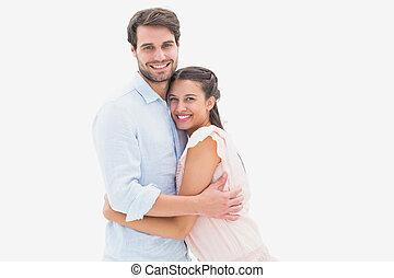 atraente, par abraçando, sorrindo, câmera, jovem