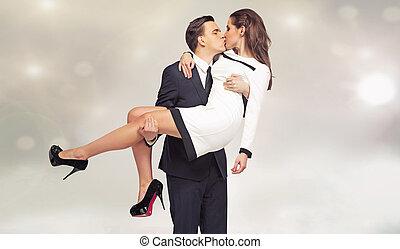 atraente, par jovem, em, beijando, pose