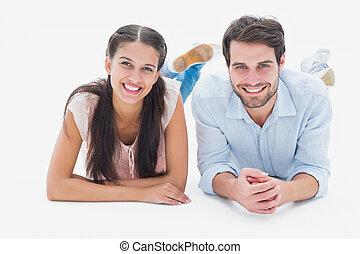 atraente, par jovem, sorrindo, câmera